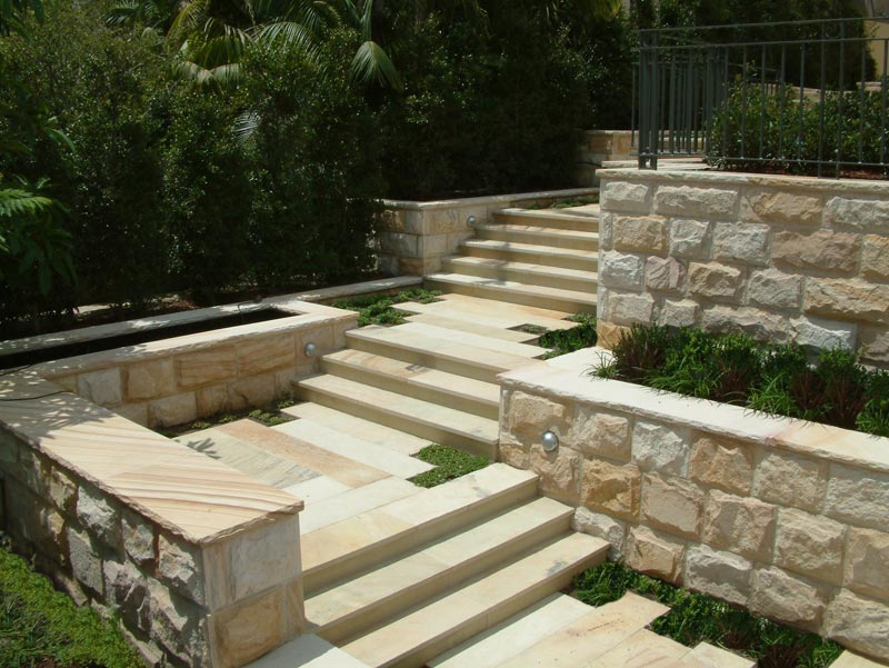 Retaining walls melbourne landscaping for Landscaping rocks melbourne