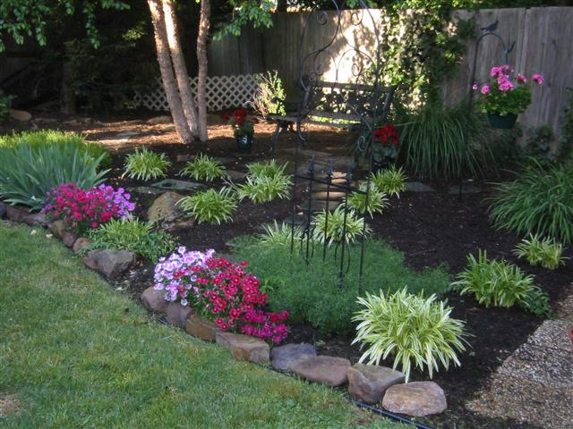 Planting and mulching service melbourne landscaping for Best flowers for flower bed
