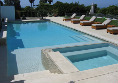 travertine pool edge pavers with a squre edge