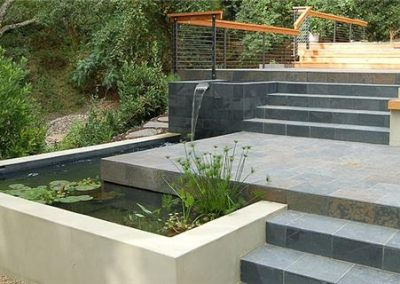 Paving in natural stone including the steps