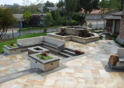 Paving in natural sandstone pavers