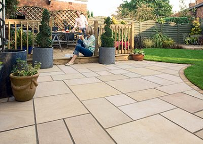 Modula paving in honed sandstone pavers