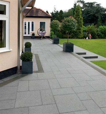 Granite paving in non slip pavers